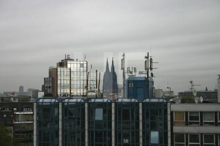 Blick auf die Domtürme, Köln am Barbarossaplatz