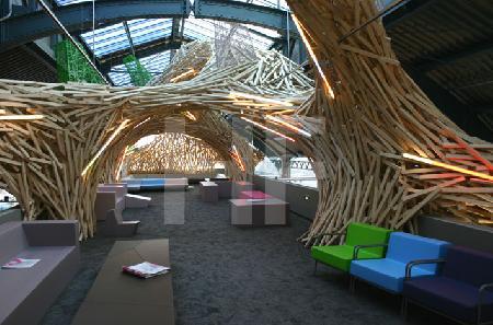 Holzstruktur an einem Ausstellerstand, Design Post, IMM Köln 2006