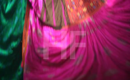 Farbstudie 2 (Ind. Hochzeitskleid)