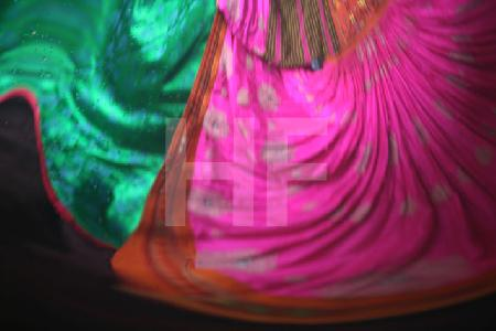 Farbstudie 3 (Ind. Hochzeitskleid)