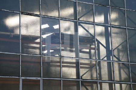 Glasfassade einer Fabrikhalle