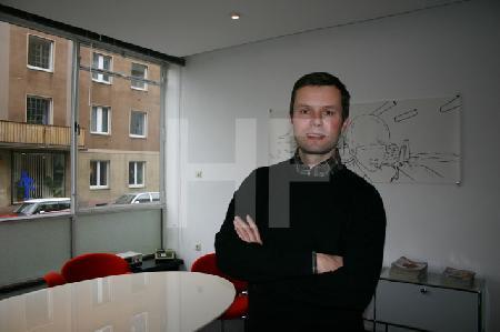M.S. in seinem Büro