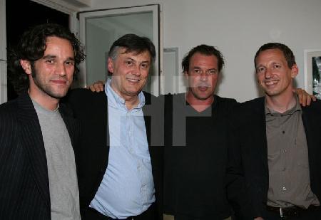 """Sebastian Koch mit den Produzenten der Neuvertonung von Khalil Gibrans """"der Prophet"""" nach einer Lesung im Alten Pfandhaus in Köln"""