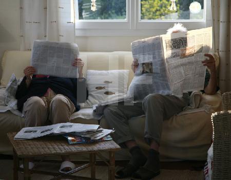 Beim Zeitunglesen