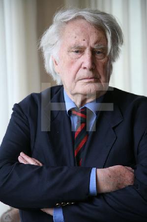 Dr. Heinz Maurer, in seinem Büro (1)