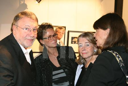 Günter Lamprecht , die Galeristin Nicole Malmedé, die Fotografin Mechthild Op Gen Oorth und Frau Lamprecht