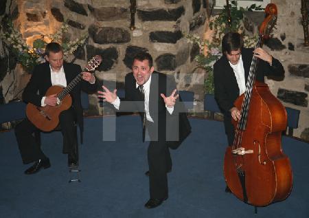 """Die """"Male Babes"""" bei einem Auftritt im Blaue Funken Turm, im Rahmen des Festivals """"Musik in den Häusern der Stadt"""" vom KunstSalon (1)"""