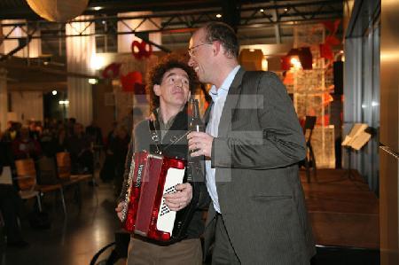 """Arne Birkenstock und Michael Rheinländer bei einem Akkordeon-Abend in der Design-Post in Köln, im Rahmen des Festivals """"Musik in den Häusern der Stadt"""" des KunstSalon."""