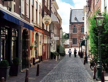 Gasse in Leiden, Holland