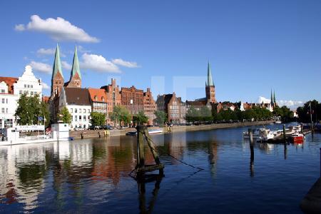 Blick über die Trave auf die Lübecker Altstadt