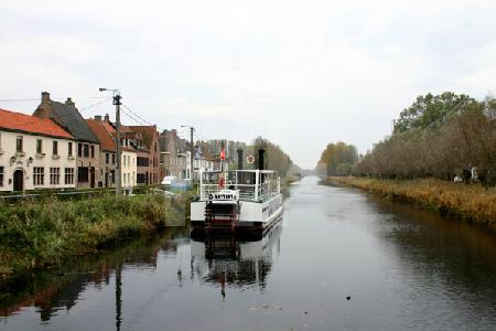der Damse Vaart Kanal in Damme, Belgien