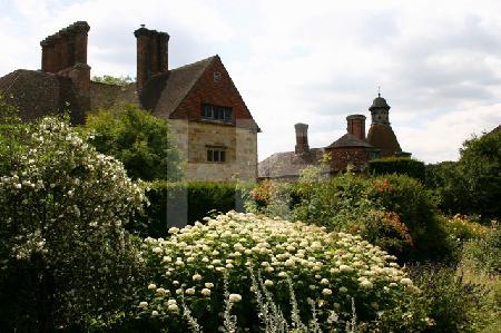 Der Blumengarten von Batemans, dem Haus Rudyard Kiplings, Südengland