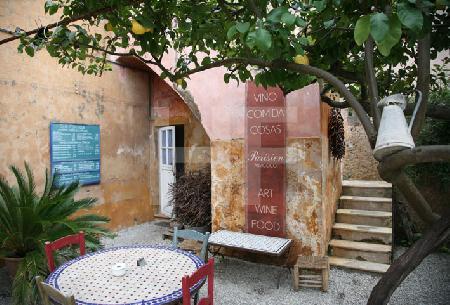 Innenhof eines Cafés in Artà, Mallorca