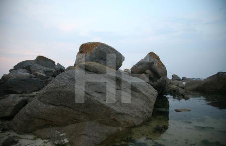 Felsen im Zwielicht, Brignogan, Bretagne