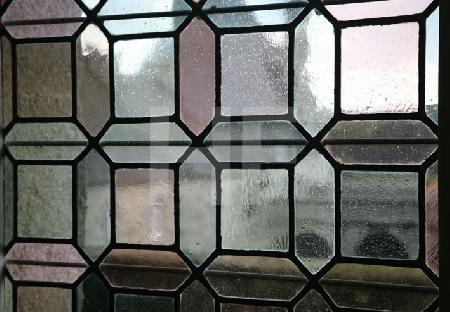 Buntes Glasfenster im Chåteau de Kerjean, Bretagne