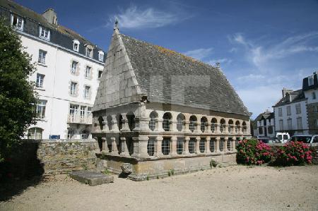 Eines der beiden Beinhäuser bei der Église Notre-Dame-de-Kroaz-Baz in Roscoff, Bretagne