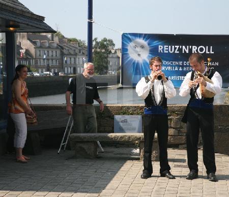 Musikanten auf der Brücke Pont de Rohan in Landerneau, Bretagne