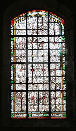 Ein Fenster der Kirche von Le Roche-Maurice, Bretagne