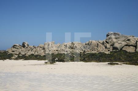 Felsen am Strand von Brignogan, Bretagne, bei Ebbe