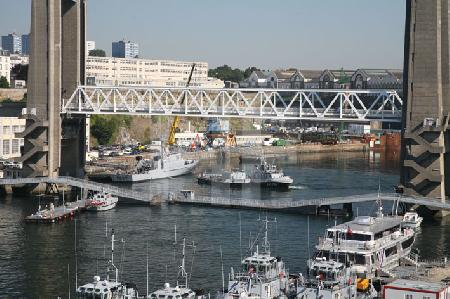 Die Hubbrücke Pont de Recouvrance in Aktion, Brest, Bretagne