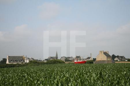 Landschaft mit Boot bei Plounéour-Trez, Bretagne