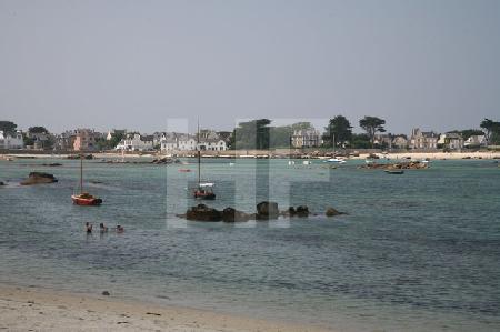 Der Hafen von Brignogan bei Flut, Bretagne (2)