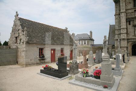 Das Beinhaus der Kirche von Goulven, Bretagne