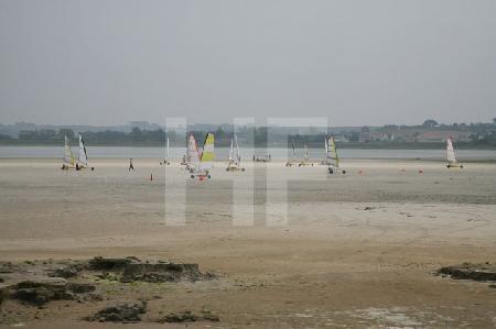 Strandsegler in der Bucht von Goulven, Bretagne
