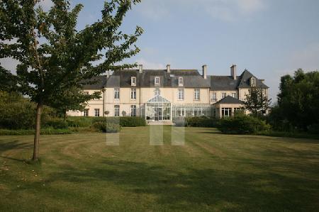 Die Gartenseite des Chåteau de Sully, nahe Bayeux, Normandie