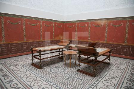 Antike Liegen in der Archäologischen Staatssammlung in München