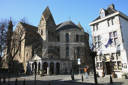 Die Liebfrauen-Basilika in Maastricht, NL