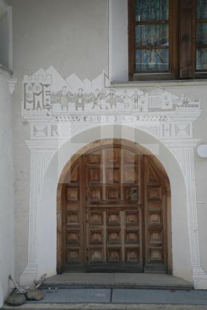 Sgrafito auf einem Haus in Ftan, Unterengadin