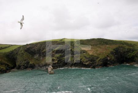 Die Hafenmauer von Port Isaac, Cornwall