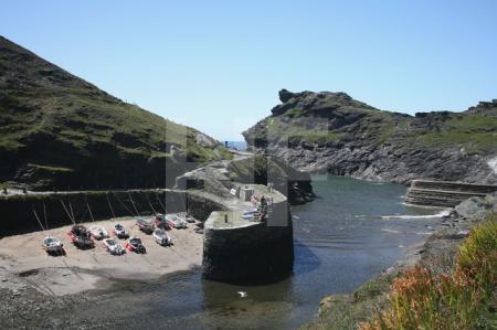 Das Hafenbecken von Boscastle, Cornwall (1)